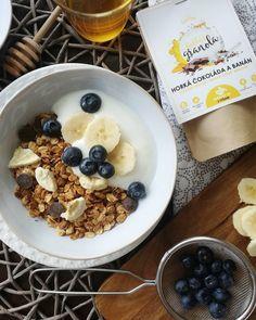 Dnes sa hlásime od stola, pochutnávajúc si na trošku oneskorených raňajkách 😄. No stáva sa to aj nám, aj keď máme Gabby´s granola stále na dosah 😉💞🍯🍫🍌👌👌👌🤗 ale oplatilo sa nevynechať ich Granola, Cereal, Breakfast, Food, Morning Coffee, Essen, Meals, Yemek, Muesli