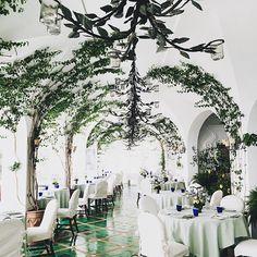 @lesirenuse showing off its dreamy dining room already choosing off the menu... #positano