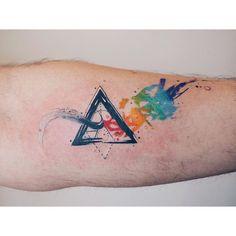 And another Dark side of the moon piece  #watercolor #watercolortattoo #tattoo #abstracttattoo #geometric #geometrictattoo #abstract #equilattera #barisyesilbas #tattrx #tattoodesign #customdesign #customtattoo  #darksideofthemoon #pinkfloyd #dsotm