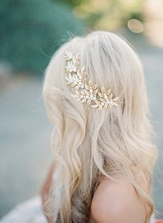 The ELLWOOD Headpiece © GILDED LEAVES AND PEARL HEADPIECE©  This gorgeous flexible headpiece of gilded leaves and creamy faux pearls is the