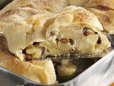 Klassischer Apfelstrudel - smarter - Zeit: 40 Min. | eatsmarter.de Eat Smarter, Spanakopita, Cheesesteak, Apple Pie, Main Dishes, Sweets, Baking, Desserts, Ethnic Recipes