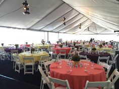 Gala XXI: A different view of the bright and elegant dining area.
