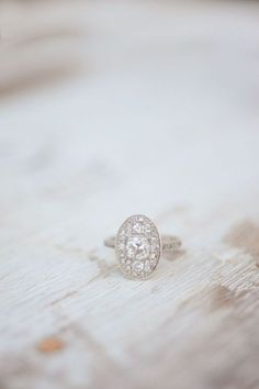 Vintage Oval Engagement Ring- BEAUTIFUL! Find more #proposal inspiration at OhReverie.com  #engaged #perfectproposal