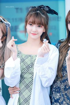 K-Pop idols are always up for surprising their fans with new looks! Here are female idols who decided to try full, straight bangs, and crushed it! Kpop Girl Groups, Korean Girl Groups, Kpop Girls, Straight Bangs, Bts And Exo, Bts Jin, Yuehua Entertainment, Forever, Popular Music