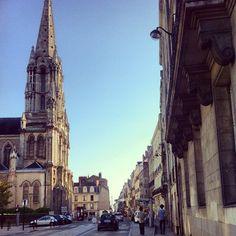 Nantes, FR. Hier werd in 13 april 1598, door de Franse koning Hendrik IV het Edict van Nantes uitgebracht. Hierin stond dat de Hugenoten (Franse Protestanten) recht kregen op het uitoefenen van hun eigen geloof.