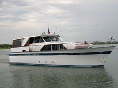 1969 Chris-Craft 57 Constellation Motor Yacht for sale Lewisville Lake, Tv Built In, Power Boats For Sale, Yacht Interior, Interior Design, Classic Wooden Boats, Classic Yachts, Cabin Cruiser, Vintage Boats