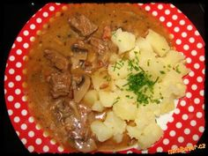 Hovězí na žampionech Mashed Potatoes, Beef, Chicken, Ethnic Recipes, Whipped Potatoes, Meat, Smash Potatoes, Steak, Cubs