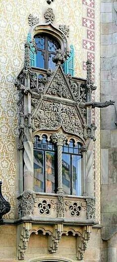 Barcelona before Gaudi (i. Gaudi needed Barcelona much more than Barcelona need Gaudi. Architecture Antique, Architecture Cool, Classical Architecture, Art Nouveau, Beautiful Buildings, Beautiful Places, Simply Beautiful, Architectural Elements, Windows And Doors