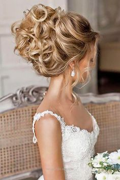 Check out this If you are not sure which hairstyle to choose, see our collection of swept-back wedding hairstyles and you will find gorgeous and fancy looks! Use some pins and wand to pull back your ha .. #weddinghairstyles