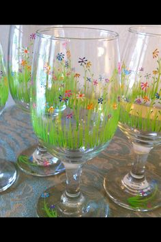 Hand Painted Wine Glasses with Wild Flowers by guynsusan on Etsy Diy Wine Glasses, Decorated Wine Glasses, Hand Painted Wine Glasses, Glass Painting Patterns, Glass Painting Designs, Wine Glass Crafts, Wine Bottle Crafts, Inspiration Artistique, Flower Pot Design
