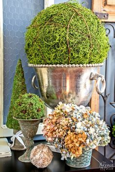 How to Make Moss Balls and Topiaries DIY moss balls and topiaries size does matter, crafts, diy, home decor, seasonal holiday decor Funky Junk Interiors, Upcycled Home Decor, Diy Home Decor Projects, Rustic Decor, Farmhouse Decor, Vintage Decor, Farmhouse Style, French Country Decorating, My Living Room