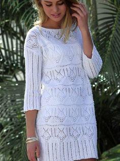 Белое мини-платье с ажурным узором