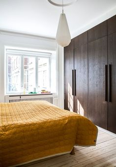 Huge wooden closet in the bedroom with plenty of space for both him and her. Break the dark toned wood with a bright colour on the bedspread, like mustard. Grey Interior Design, Interior Design Inspiration, Room Inspiration, Home Bedroom, Bedroom Decor, Bedroom Lighting, Bedroom Ideas, Wall Decor, Quirky Bedroom