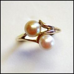 14kt Gold Cultured Pearl Ring White n Champagne Fine Jewelry http://www.greatvintagejewelry.com/inc/sdetail/14kt-gold-cultured-pearl-ring-white-n-champagne-fine-jewelry-/3415/14053