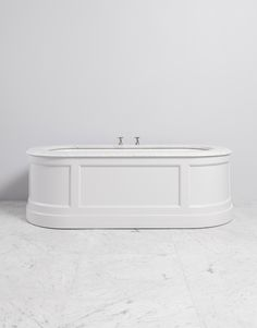 The Portman Painted Bath, whether freestanding or built-in using our side and end panels is available with an array of prized marble and limestone tops within our Porter materials selection. There is no better vantage point from which to admire the calm quietude of your Porter bathroom.  1845(L) 880(W) 600(H)
