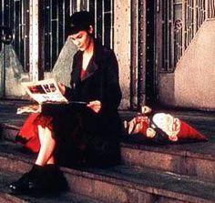 """""""Para un niño, el tiempo es una eternidad. De repente tienes 50. Todo lo que queda de tu infancia cabe en una cajita herrumbrada"""". El fabuloso destino de Amélie Poulain"""