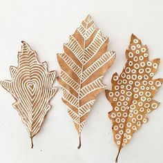 I so love these chalk pen drawn leaves. This project found over at the gorgeous  @artbarblog . Just found leaves (not dried) and chalk pen. I did this inspiring and beautifully simple activity with 7-10 year olds and they looooved creating patterns on the leaves. #artbarblog  #leaves #inpiration