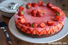 Norwegian Food, Mousse Cake, Banana Cream, Cream Pie, No Bake Desserts, Yummy Cakes, Scones, Granola, Cake Recipes