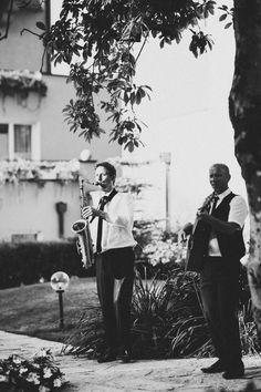 Live Saxofon in Verbindung mit erstklassig produzierten Backing Tracks schaffen einen exklusiven und abwechslungsreichen Hörgenuss. Bei Business Events und privaten Festen. Saxophone Music, Events, Couple Photos, Live, Couples, Party, Legends, Musik, Couple Shots