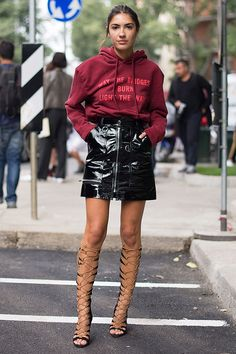 It is not too big, not just too big, a reasonable size hoody, I want to dress with a tuck in.  Combined with leather skirts, gladiator boots and mode items, street feel is relaxed and stylish!
