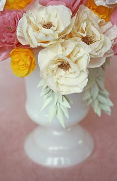 crepe paper flowers: looks like a fun weekend project to add to my craft list!