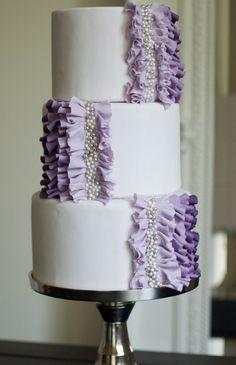 Tasteful and tasty: 30 unique ruffled wedding cakes - Wedding Party
