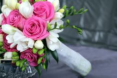 bukiet-slubny-frezja-i-rozowe-roze.jpg (1200×800)