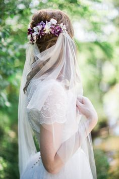 drape veil, boho veil, bohemian wedding veil, tulle veil, bridal veils and… Wedding Hair Flowers, Wedding Veils, Flowers In Hair, Hair Wedding, Wedding Garters, Flower Hair, Flower Crowns, Veil Hairstyles, Wedding Hairstyles