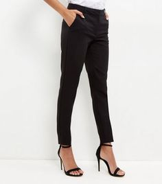 These black stretch slim leg trousers are the perfect addition to your wardrobe…