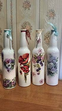 Majority of these wine bottle designs provide a mass of ways to re-use and re-invent this every day merchandise, Are you going to value more highly to salvage your wine bottle or repurpose it? Liquor Bottle Crafts, Wine Bottle Glasses, Wine Bottle Art, Painted Wine Bottles, Painted Jars, Diy Bottle, Bottles And Jars, Bottle Vase, Glass Jars