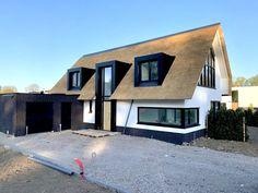 Stone House Plans, Modern House Plans, Modern House Design, House Roof, Facade House, House Outside Design, House Paint Exterior, Villa Design, House Extensions