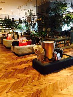 二子玉川ライズ「蔦屋家電」のアカシアフレンチヘリンボーン #Acacia #Herringbone #Flooring