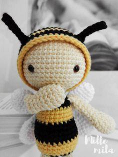 Crochet bee amigurumi