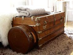 Des valises anciennes comme bout de lit : Une déco 100% récup' et brocante - Journal des Femmes