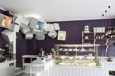 Design Liga est un studio pluridisciplinaire Allemand basé à Munich depuis 1998 et comportant 15 designers. Ils ont pris en charge toute la communication du Das Neue Kubitschec une patisserie Muniche, de l'dentité visuelle, aux supports papier, ainsi que le design d'espace.