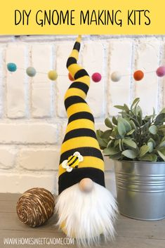 This adorable bumble bee gnome makes a great addition to your spring home decor. - This adorable bumble bee gnome makes a great addition to your spring home decor. Save the bees! Sewing Projects, Craft Projects, Projects To Try, Felt Projects, Craft Ideas, Christmas Gnome, Christmas Crafts, Adornos Halloween, Diy Hanging Shelves