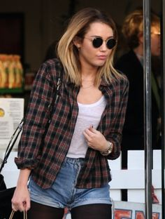 Hairstyle Review and Pictures: Miley Cyrus with Shorter Hair