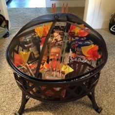 DIY Gifts for Men and Quick Buy Ideas - CraftsUnleashed Silent auction basket … Fire pit, roasting sticks and rests, pie … Diy Gifts For Men, Cute Gifts, Best Gifts, Gift Ideas For Women, Man Gifts, Awesome Gifts, Gifts For Older Couples, Gift For Man, 30th Birthday Ideas For Men