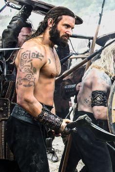 Clive Standen as Rollo in Vikings Rollo Vikings, Vikings Travis Fimmel, Vikings Game, Vikings Tv Show, Vikings Season, Viking Men, Viking Warrior, Viking Shop, Viking Hair
