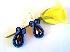 20 LEI | Cercei handmade | Cumpara online cu livrare nationala, din Buftea. Mai multe Bijuterii in magazinul enecon pe Breslo. Soutache Jewelry, Lei, Drop Earrings, Drop Earring