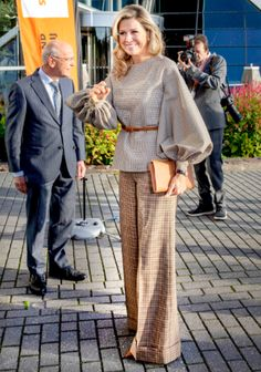 14 November 2018 - Queen Maxima attend the launch of SchuldenlabN Foundation in The Hague - blouse and trousers by Natan Queen Dress, Pakistani Dress Design, Queen Maxima, Chic Dress, Lovely Dresses, Royal Fashion, Mom Style, Cool Outfits, Pants For Women