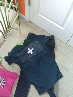 Ootd yay ed sheeran zhirt and jeans. NEED