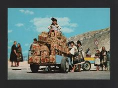 NAZARÉ NAZARE postcard 1960 years cars & woman labor fish sellers PORTUGAL  z1