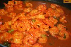 Camarão (Shrimp) Mozambique: An Easy Recipe for Seafood Lovers! Prawn Recipes, Fish Recipes, Seafood Recipes, Cooking Recipes, Recipies, Fusion Food, Fish Dishes, Seafood Dishes, Main Dishes