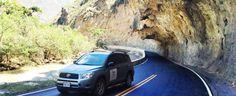 Carretera escavada en la montaña
