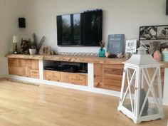 Wooden crates are great when it comes to home decor. - Wooden crates are great when it comes to home decor. Either you have a few recycled wooden crates o - Wooden Crate Furniture, Shelf Furniture, Wood Crates, Recycled Furniture, Home Office Furniture, Furniture Ideas, Tv Diy, Crate Decor, Diy Tv Stand