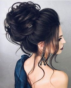 The Latest Idea of The Evening Hairstyle 2018 Fashionable chic hairstyles have the ability to create a main accent in an elegant image and allow you to make the images for the evening amazing and so magical. And do not hesitate, trendy and f. Evening Hairstyles, Chic Hairstyles, Wedding Hairstyles For Long Hair, Wedding Hair And Makeup, Bride Hairstyles, Hair Makeup, Hairstyle Ideas, Loose Bun Hairstyles, Volume Hairstyles