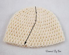 Crochet Side Stitch Brilliant tutorial to keep your HDC seam straight instead of this Typical HDC diagonal seam. Hdc Crochet, Crochet 101, Crochet Round, Crochet Basics, Crochet Beanie, Half Double Crochet, Crochet For Kids, Easy Crochet, Crochet Hats
