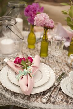 pink and blue vintage wedding // Photo By: http://stephanieasmith.com