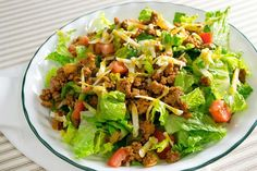 INGREDIENTS: 1 head of iceberg lettuce, chopped 3 Roma tomatoes 1 bunch of scallions chopped 1 pound of ground beef, lean. 1 package of Mrs Dash Low Sodium Taco Seasoning 1 cup of sharp cheddar cheese Catalina French Dressing Optional toppings ½ cup of Low Carb Taco Salad, Taco Salad Recipes, Low Carb Tacos, Healthy Tacos, Skinny Recipes, Ww Recipes, Cooking Recipes, Healthy Recipes, Healthy Foods